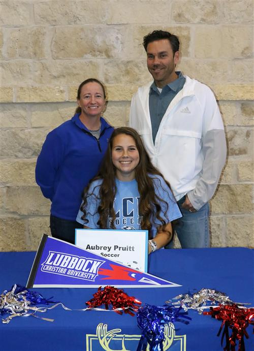 Aubrey Pruitt signing with coaches