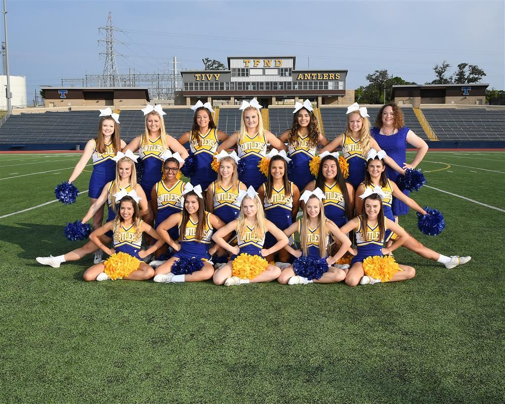 picture of Tivy cheerleaders